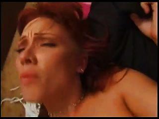 caliente pelirroja le encanta en su culo