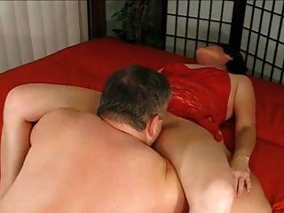 abuelo le da a la abuela un creampie y la lava al orgasmo ja