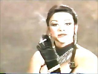 hermosa me (en mis sueños) en los años 90 con un fetiche de fumar
