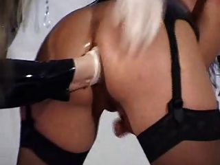 anal fisting lesbianas caliente!