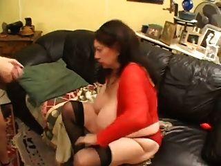 joven dominación mujer mayor con un strapon