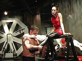 esclavo humillado por su amante