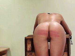 mala chica castigada