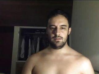 hot sexy latino guy se desnuda en la cámara