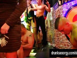 pornstars sexy follando en el club