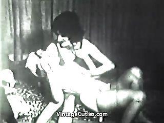 muchacho loco vestido en una mujer sucia (vintage de los años 40)