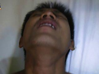 caliente tailandés gay chico en masturbación parte 2