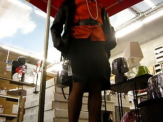 crossdresser upskirt en el supermercado