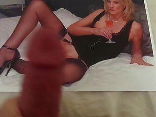 homenaje a un milf caliente con piernas de nylon sexy