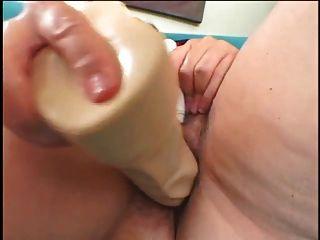 grasa madura masturbándose y quiere gallo real