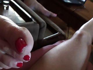 wifes dedos rojos y las suelas de cerca