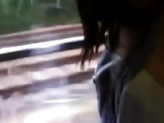 pareja caliente en un tren