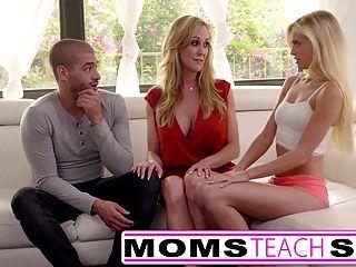 las mamás enseñan a la mamá grande del tit del sexo atiende a la hija