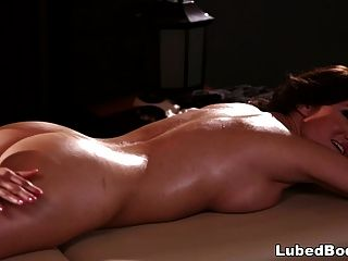 mi cuerpo necesita un masaje soo mal! angela sommers