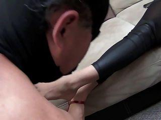 jennifer diosa limpieza pies por esclavo
