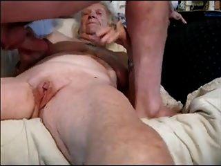 abuelita y joven amante