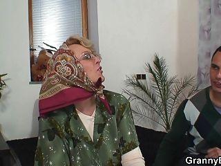 caliente vieja mujer madura agrada joven