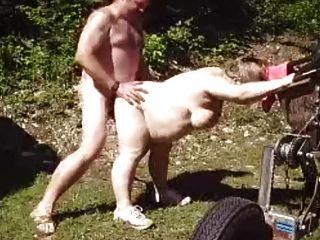 puta esposa madura en el jardín