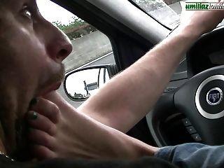 conducir con giulia pie completo dominación en el coche