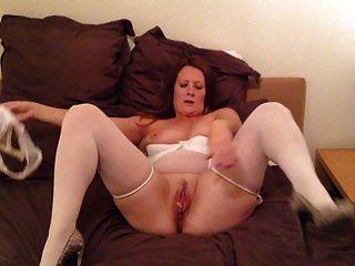mujer madura en ropa interior masturbarse
