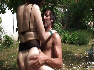 aficionado francés maduro golpeado y sodomizado al aire libre