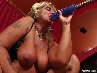 abuelita teniendo sexo anal con máquina de mierda