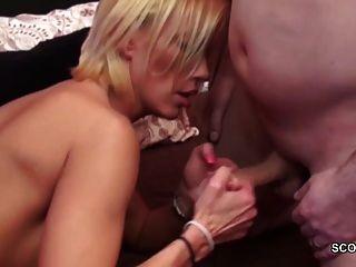 caliente mamá milf alemán seducir a la mierda por dos jóvenes