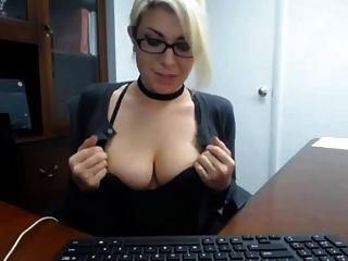 secretario masturbarse en el trabajo