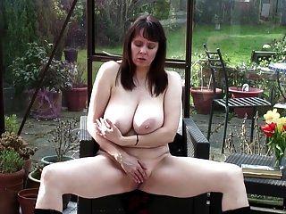abuelita sexy con grandes tetas reales y cuerpo caliente