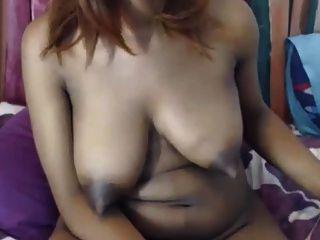 grandes tetas de ébano long tweaky nipples