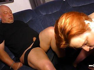 bbw alemana de hausfrauficken obtiene semen en la boca en el sexo caliente