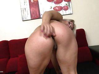 madura rubia quiere sexo anal y el coño