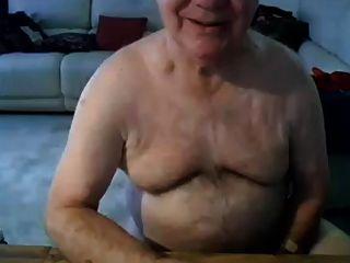 golpe de abuelo y mostrar en la cámara