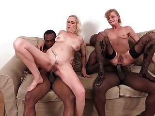 2 viejas putas analsex con 2 pollas negras