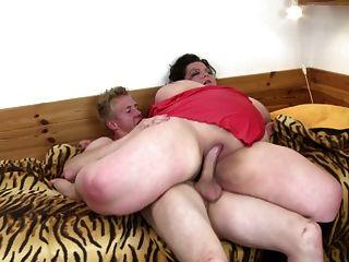 mamá grande y madura chupar y joder niño adolescente