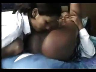 caliente sexo oral de 18 años de edad lesbiana india