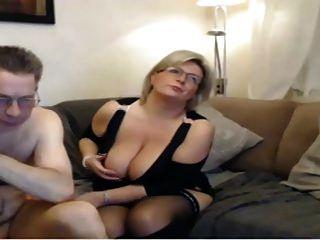 mamá madura tiene una webcam sexo con grandes tetas perfectas