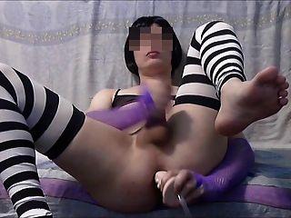 sissy juega con consolador y corridas