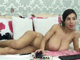 chica delgada con grandes tetas flacas