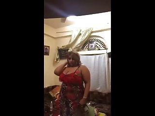 sexy saudi milf dance