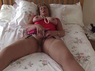 abuela sexy con tetas grandes y coño hambriento