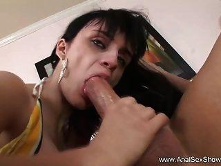 exótica morena milf ama sexo anal