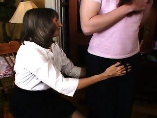 la señora loving comienza el entrenamiento sissy a petición de la madre
