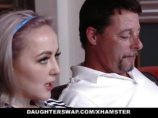 hijas adolescentes se engañan en el mejor amigo de los padres de mierda