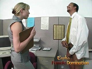 mandona rubia oficina perra domina y humilla a los trabajadores
