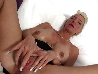abuelita tetona con vagina grande sedienta