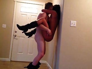 la pareja tiene algo de sexo sin condón en casa