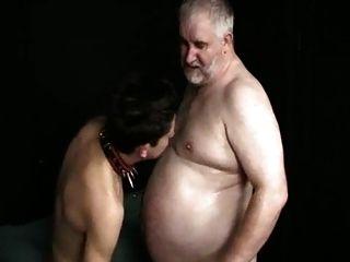 joven sub boy chupa el viejo maestro de grasa