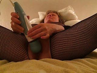 mamá bodystocking se da un orgasmo intenso loco