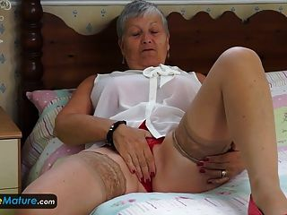 europemature granny savana tiene que hacerlo ella misma